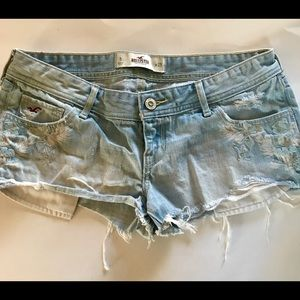 Hollister Light Wash Embroidered Floral Jean Short